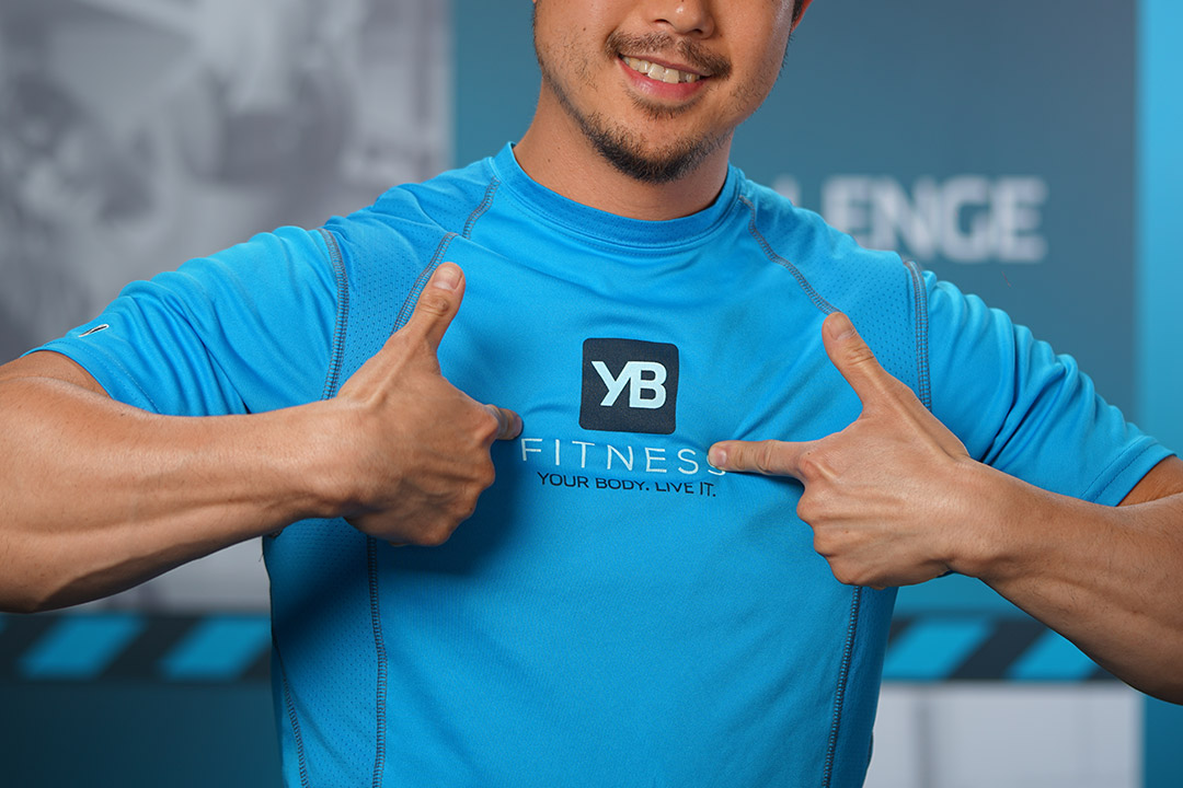 yb-fitness-shirt-pointing